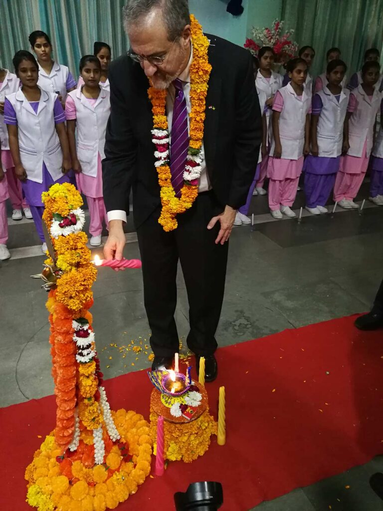 U-M President Mark Schlissel participates in a lamp lighting ceremony at Salokaya School of Nursing in Delhi for students entering the nursing profession.